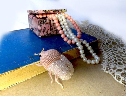 Броши ручной работы. Ярмарка Мастеров - ручная работа. Купить Коралловый жук. Handmade. Бледно-розовый, брошка ручной работы