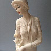 Дама с цветами – фигурка Джузеппе Армани