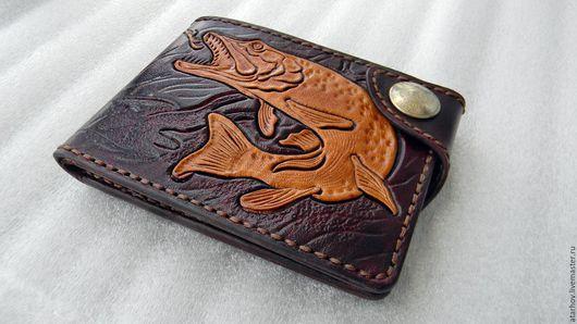 Кошельки и визитницы ручной работы. Ярмарка Мастеров - ручная работа. Купить портмоне  сделано из натуральной кожи. Handmade. Бордовый