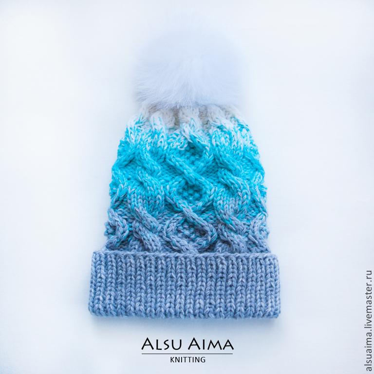 Вязанная шапка в три цвета