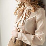 Одежда ручной работы. Ярмарка Мастеров - ручная работа Кремовая блузка из шёлка с вискозой, декорированный лиф и бант. Handmade.