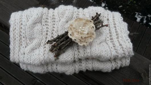 Шарф снуд нежный `Первый снег`. PERLINA Магазин украшений. Вязанный шарф снуд. Белый снуд. Шарф труба. Снуд вязанный. Зимний осенний шарф снуд. Снуд с брошью. Вязанный снуд. Зимняя мода.