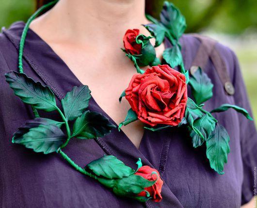 колье из кожи. цветы из кожи. кожаное колье. роза из кожи. красный. украшение из кожи. розы ручной работы. вечернее украшение. крупное украшение. розы из кожи. кожаные цветы. розы ручной работы. цветы