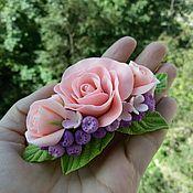 Украшения ручной работы. Ярмарка Мастеров - ручная работа Заколка с розами и голубикой. Handmade.