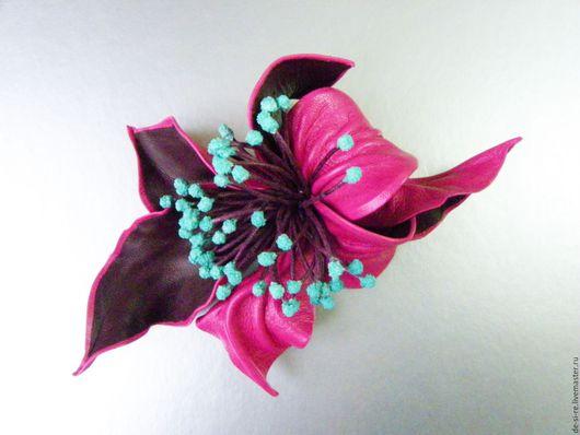 Брошь цветок из кожи. Оригинальный авторский объёмный цветок из кожи - брошь на одежду, шубу, пальто, платье, пиджак, кардиган, свитер, шаль, шарф, палантин, на сумку, на пояс, на шляпу. Брошь подарок