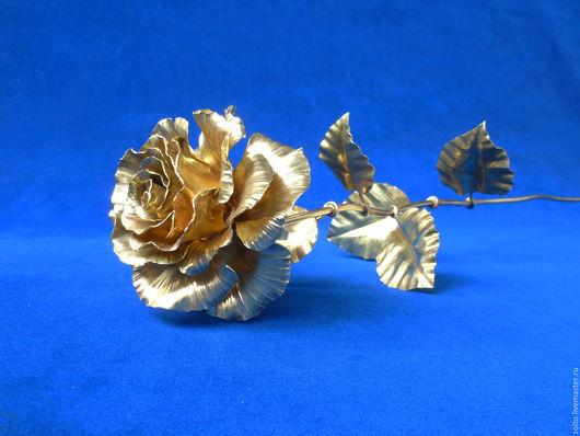 Золотая роза - символ совершенства. Декоративная ковка из меди и латуни от Кузницы Чудес