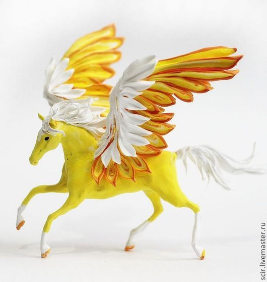 """Сказочные персонажи ручной работы. Ярмарка Мастеров - ручная работа. Купить Фигурка маленькая """"Солнечный пегас"""" (желтый, рыжий, белый). Handmade."""