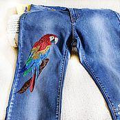 Одежда ручной работы. Ярмарка Мастеров - ручная работа Вышивка на джинсах Попугай. Handmade.