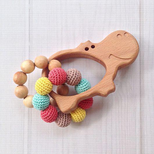 Развивающие игрушки ручной работы. Ярмарка Мастеров - ручная работа. Купить Буковый грызунок-погремушка Бегемотик с двумя тактильными колечками. Handmade.