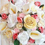 Цветы и флористика ручной работы. Ярмарка Мастеров - ручная работа Топиарий с нежными розами и каллами. Handmade.