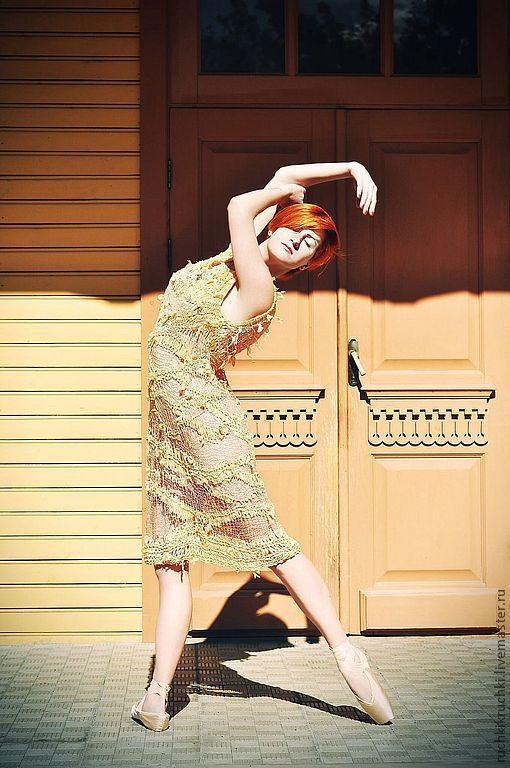 """Платья ручной работы. Ярмарка Мастеров - ручная работа. Купить Платье спицами """"Абрикосовое суфле"""" из шелка муга ручной окраски и шифо. Handmade."""