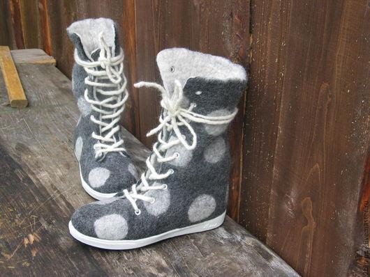 Обувь ручной работы. Ярмарка Мастеров - ручная работа. Купить Валяные высокие ботинки DOTS. Handmade. Серый, женская обувь