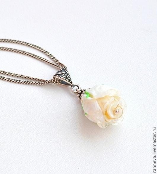 """Кулоны, подвески ручной работы. Ярмарка Мастеров - ручная работа. Купить Кулон lampwork """"Роза"""". Handmade. Белый, лэмпворк, роза"""