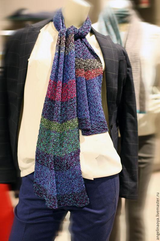 Шарфик Виола ручной работы, связанный спицами, из вискозы и бамбуковой пряжи и тоненькой нити шерсти. Тонкий, шелковистый, гладкий, прохладный, с отливом. Сине-фиолетовый с полосами.