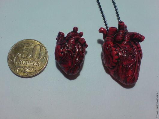 на фото сердце то, что по-меньше - это значок, а то которое по-больше - это кулон (тонировка(1)