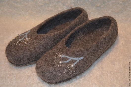 """Обувь ручной работы. Ярмарка Мастеров - ручная работа. Купить Валяные тапочки """"НАТУРАЛЬНЫЕ СЕРЫЕ"""". Handmade. Темно-серый"""