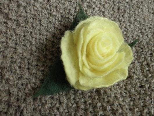 """Броши ручной работы. Ярмарка Мастеров - ручная работа. Купить Брошь валяная желтая """"Роза"""". Handmade. Желтый, брошь-цветок"""