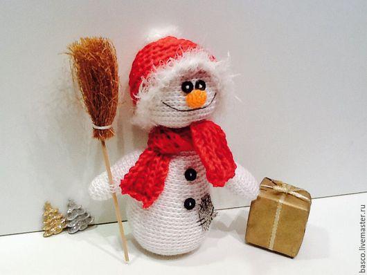Человечки ручной работы. Ярмарка Мастеров - ручная работа. Купить Снеговичок с метлой. Handmade. Белый, шарф вязаный, пуговицы