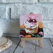 Картины и панно handmade. Livemaster - original item Oil painting Cupcake with cherry 8/8 cm.. Handmade.