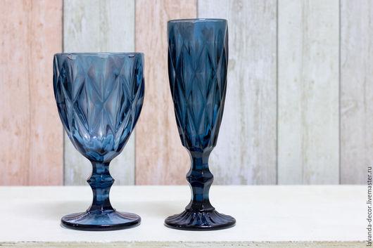 Бокалы из стекла синего цвета - для вина и для игристых вин