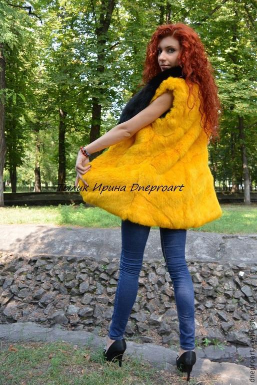 Верхняя одежда ручной работы. Ярмарка Мастеров - ручная работа. Купить Ярко-желтая шубка-жилет из меха кролика с лисой. Handmade.