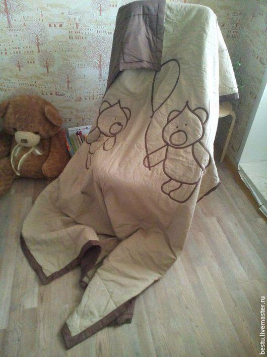 """Текстиль, ковры ручной работы. Ярмарка Мастеров - ручная работа. Купить Покрывало в детскую из сатина с аппликацией. """"Мишки с шариком"""". Handmade."""