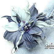 Украшения ручной работы. Ярмарка Мастеров - ручная работа Фантазийная брошь-цветок из кожи и джинсы сине-голубой. Handmade.
