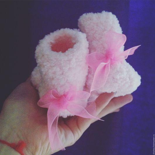 Обувь ручной работы. Ярмарка Мастеров - ручная работа. Купить Розовые пинетки с бантиками для девочки. Handmade. Розовый, пинетки для новорожденных