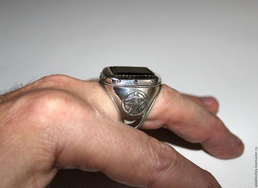 перстень с черным турмалином шерл, пентаграммой Агриппы, крестом непобедимости и рунескриптом, вес около 40 гр. Камень 13 х 22 мм. Вес около 40 гр. 10000 р.