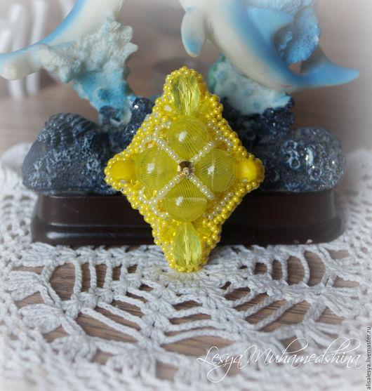"""Броши ручной работы. Ярмарка Мастеров - ручная работа. Купить Брошь """"Лимонный пай"""" /. Handmade. Желтый, кристаллы"""