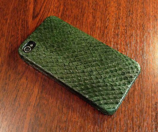 Для телефонов ручной работы. Ярмарка Мастеров - ручная работа. Купить Чехол из кожи рыбы для iPhone 4/4S. Handmade. Зеленый