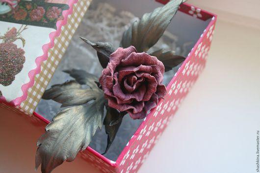 """Броши ручной работы. Ярмарка Мастеров - ручная работа. Купить Брошь из кожи """"Эмили"""". Цветы из кожи, брошь из кожи, роза из кожи. Handmade."""