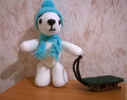 Мишка Снежка с санками
