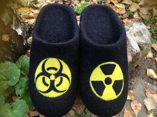 """Обувь ручной работы. Ярмарка Мастеров - ручная работа. Купить домашние валяные тапочки-шлепки из натуральной шерсти """"Опасная Зона"""". Handmade."""