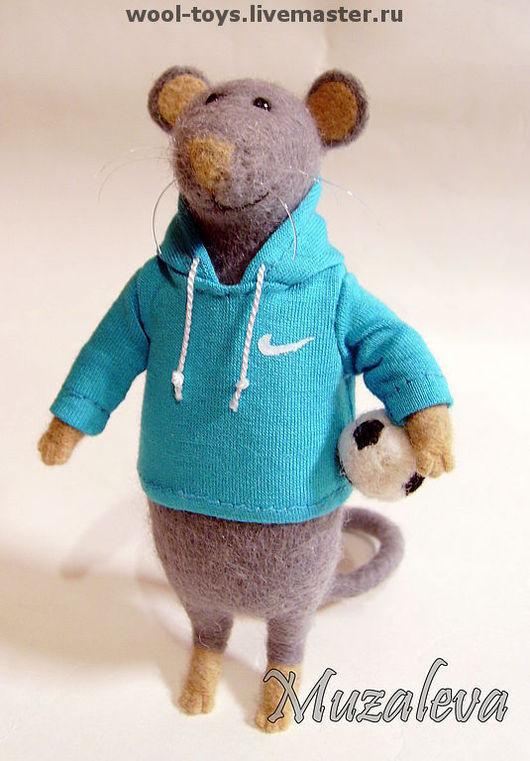 """Игрушки животные, ручной работы. Ярмарка Мастеров - ручная работа. Купить Мышонок """"Тотти"""". Handmade. Мыши, авторская игрушка, футбол"""