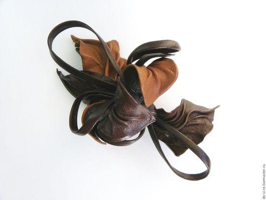 Заколка зажим для волос цветок из кожи орхидея Дрезден рыжий коричневый. Заколка для волос, зажим для волос, цветок для волос, цветок из кожи в прическу. Заколка цветок из кожи коричневая купить. DSR.