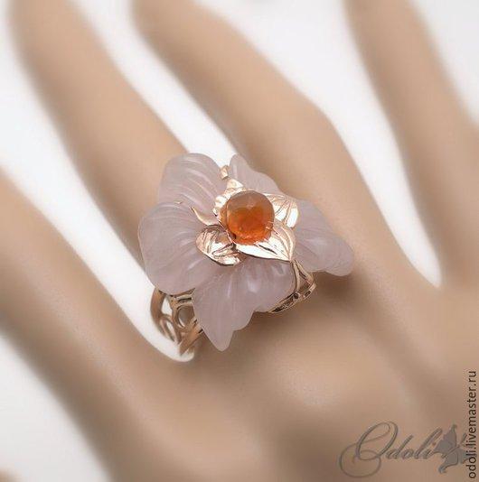 Кольца ручной работы. Ярмарка Мастеров - ручная работа. Купить Золотой перстень с розовым кварцем и сердоликом Золотая лилия. Handmade.