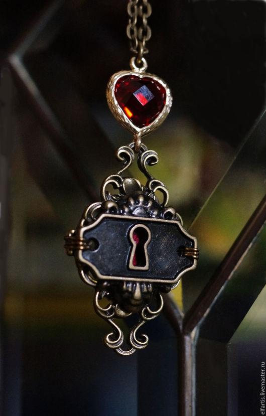 """Готика ручной работы. Ярмарка Мастеров - ручная работа. Купить Подвеска """"Тайна сердца"""". Handmade. Бордовый, замочная скважина"""