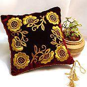 Диванная подушечка - Золотое шитье - Венок