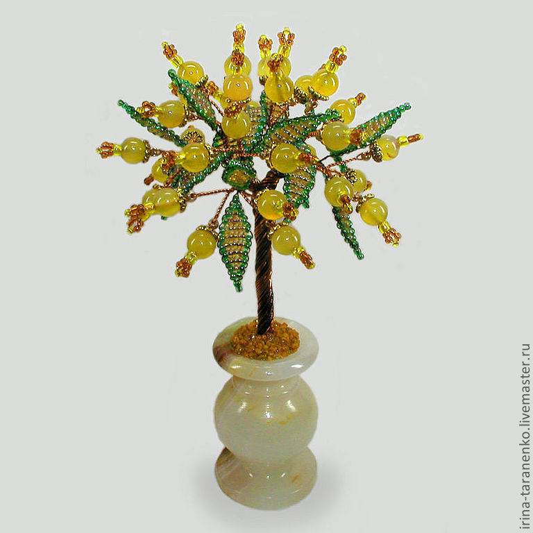 Tree good luck of the opal in a vase of onyx