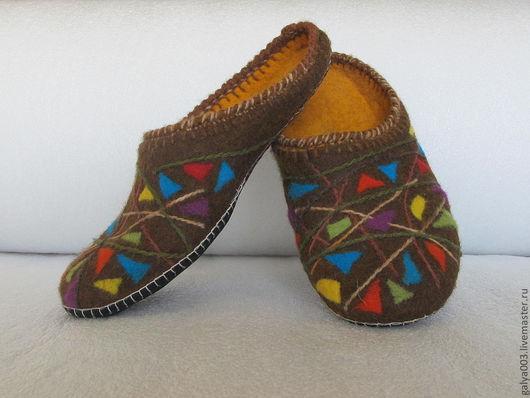 """Обувь ручной работы. Ярмарка Мастеров - ручная работа. Купить Мужские тапочки """"Треугольники"""". Handmade. Коричневый, домашняя обувь"""