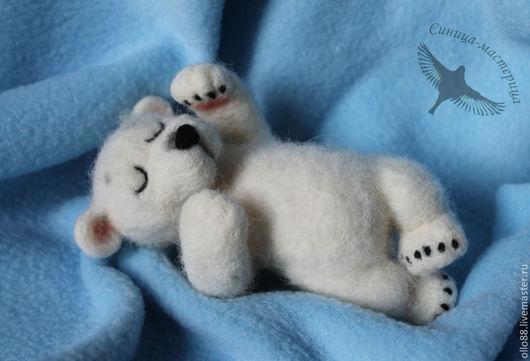 """Игрушки животные, ручной работы. Ярмарка Мастеров - ручная работа. Купить """"Сны Умки"""" (валяная игрушка, белый медведь). Handmade."""