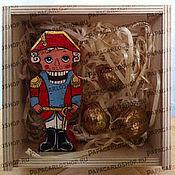 Подарки к праздникам ручной работы. Ярмарка Мастеров - ручная работа Подарочный набор с Щелкунчиком и орешками. Handmade.