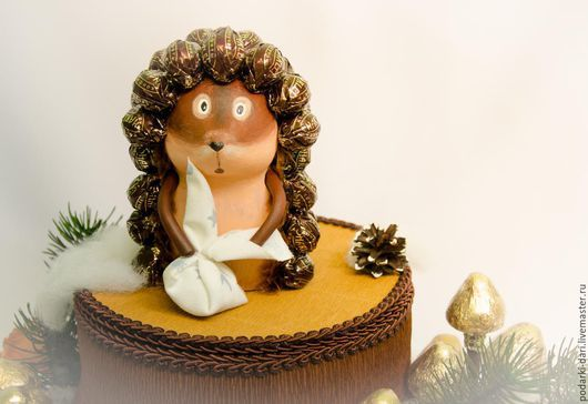 Кулинарные сувениры ручной работы. Ярмарка Мастеров - ручная работа. Купить Ежик из конфет. Handmade. Еж, грибы, подарок на новый год