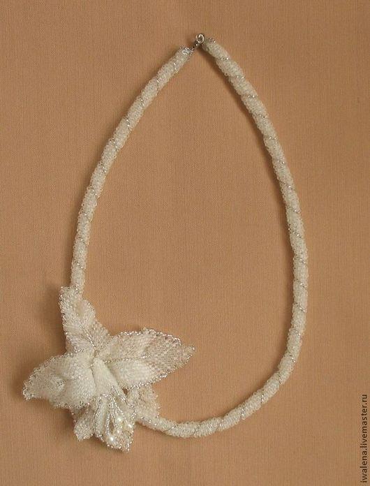 """Колье, бусы ручной работы. Ярмарка Мастеров - ручная работа. Купить Колье """"Орхидея"""". Handmade. Белый, цветок, цветы в украшении"""