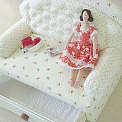 Куклы и игрушки ручной работы. Ярмарка Мастеров - ручная работа Мини-Тильда на диванчике.. Handmade.