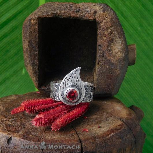 Эльфийское кольцо, серебро ручной работы, кольцо волшебника, мага или колдуна. Изображает всполох пламени, камень ярко-красного цвета!