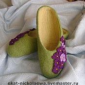 """Обувь ручной работы. Ярмарка Мастеров - ручная работа Валяные тапочки """"Фиалки для любимой дочки"""". Handmade."""