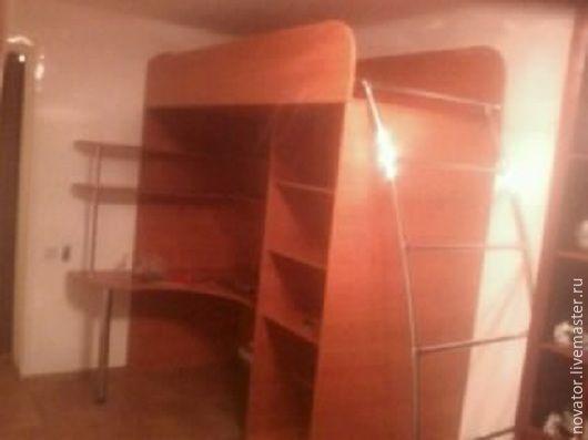 К сожалению заказчик  не учел  высоту . Будьте внимательны  когда создаете наброски без замерщиков. Кроватку пришлось расположить на другом этаже с более высокими потолками.