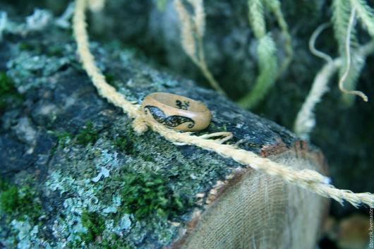 Обереги, талисманы, амулеты ручной работы. Ярмарка Мастеров - ручная работа. Купить деревянное кольцо из граба. Handmade. Подарок девушке